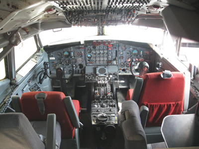 The cockpit of a Boeing 707-123B